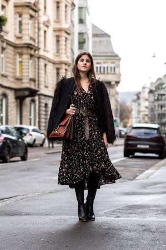Cómo combinar un vestido midi con print de flores negro: Utiliza un vestido midi con print de flores negro y una cazadora de aviador de lana negra para lidiar sin esfuerzo con lo que sea que te traiga el día. ¿Te sientes valiente? Opta por un par de botas de caña alta de cuero negras.