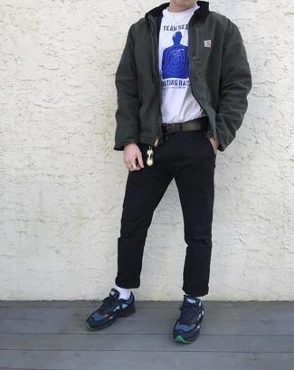 Cómo combinar una cazadora harrington gris: Elige una cazadora harrington gris y un pantalón chino negro para una apariencia fácil de vestir para todos los días. Para el calzado ve por el camino informal con deportivas azul marino.