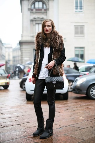 Cómo combinar un blazer de lana negro: Elige un blazer de lana negro y unos leggings de cuero negros para una vestimenta cómoda que queda muy bien junta. Botines de cuero negros son una opción inmejorable para completar este atuendo.