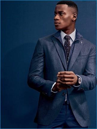 Cómo combinar una camisa de vestir a lunares en blanco y negro: Opta por una camisa de vestir a lunares en blanco y negro y un pantalón de vestir azul marino para un perfil clásico y refinado.