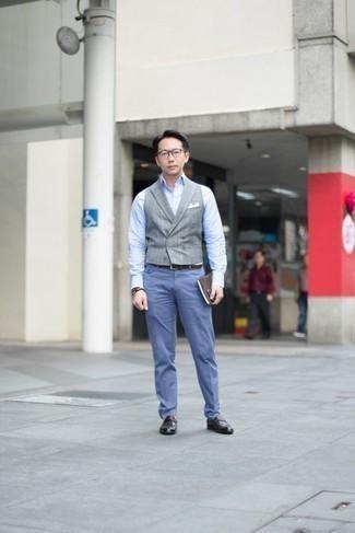 Cómo combinar un mocasín de cuero en marrón oscuro: Elige un chaleco de vestir a cuadros gris y un pantalón de vestir azul para rebosar clase y sofisticación. ¿Te sientes valiente? Completa tu atuendo con mocasín de cuero en marrón oscuro.