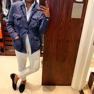 Cómo combinar un mocasín de ante negro: Intenta combinar una chaqueta campo de lino azul marino junto a un pantalón chino blanco para cualquier sorpresa que haya en el día. Agrega mocasín de ante negro a tu apariencia para un mejor estilo al instante.