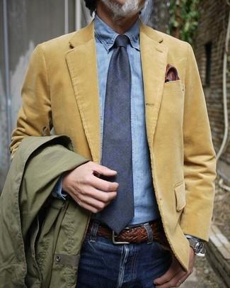 Cómo combinar un pañuelo de bolsillo de seda en tabaco: Emparejar una chaqueta campo verde oliva con un pañuelo de bolsillo de seda en tabaco es una opción inigualable para el fin de semana.
