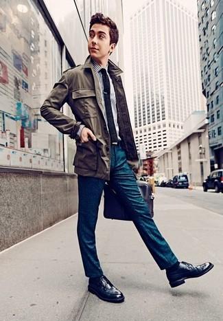 Cómo combinar: chaqueta campo verde oliva, camisa de vestir de rayas verticales en blanco y azul marino, pantalón de vestir en verde azulado, zapatos brogue de cuero azul marino