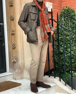 Cómo combinar una bufanda mostaza: Equípate una chaqueta campo marrón junto a una bufanda mostaza para un look agradable de fin de semana. ¿Por qué no ponerse botas safari de ante en marrón oscuro a la combinación para dar una sensación más clásica?