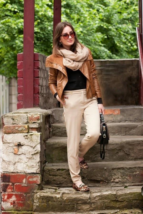 Look chaqueta cuero beige