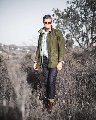 Cómo combinar unas botas casual de cuero en marrón oscuro para hombres de 20 años: Este combo de una chaqueta con cuello y botones verde oliva y unos vaqueros negros te permitirá mantener un estilo cuando no estés trabajando limpio y simple. Usa un par de botas casual de cuero en marrón oscuro para mostrar tu inteligencia sartorial.