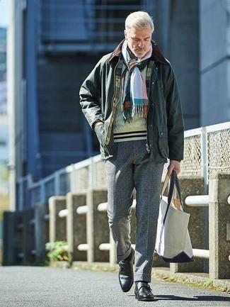 Cómo combinar un pantalón de vestir a cuadros: Empareja una chaqueta con cuello y botones verde oscuro con un pantalón de vestir a cuadros para un lindo look para el trabajo. Completa tu atuendo con zapatos con hebilla de cuero negros para mostrar tu inteligencia sartorial.