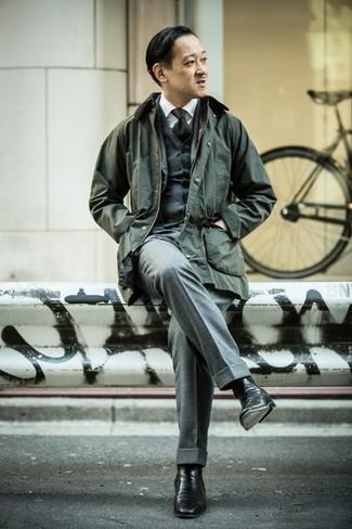 Cómo combinar una corbata: Haz de una chaqueta con cuello y botones verde oscuro y una corbata tu atuendo para rebosar clase y sofisticación. Este atuendo se complementa perfectamente con botines chelsea de cuero negros.
