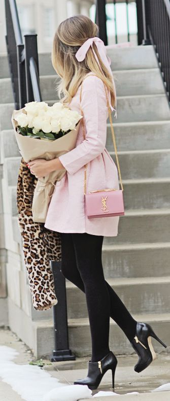 71f34ac59 vestido beige medias negras