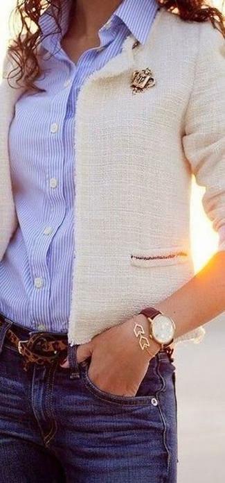 Cómo combinar un reloj de cuero en marrón oscuro: Considera ponerse una chaqueta de tweed blanca y un reloj de cuero en marrón oscuro para un look agradable de fin de semana.