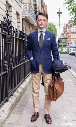 Cómo combinar una corbata estampada verde oscuro: Empareja una chaqueta estilo camisa acolchada azul marino con una corbata estampada verde oscuro para una apariencia clásica y elegante. Zapatos con doble hebilla de cuero burdeos son una opción atractiva para complementar tu atuendo.