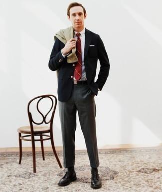 Cómo combinar un pantalón de vestir en gris oscuro: Considera emparejar una chaqueta estilo camisa verde oliva con un pantalón de vestir en gris oscuro para una apariencia clásica y elegante. Zapatos derby de cuero negros son una opción grandiosa para completar este atuendo.