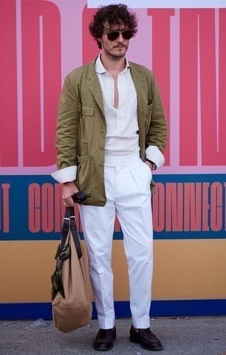 Cómo combinar una camisa de manga larga de lino blanca: Considera emparejar una camisa de manga larga de lino blanca con un pantalón de vestir blanco para una apariencia clásica y elegante. Mocasín de cuero morado oscuro son una opción buena para complementar tu atuendo.