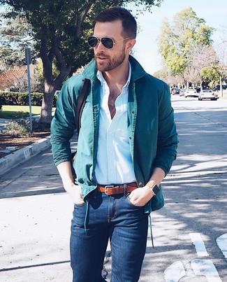 Cómo combinar: chaqueta estilo camisa en verde azulado, camisa de vestir de rayas verticales celeste, vaqueros pitillo azul marino, bolso mensajero de cuero en marrón oscuro