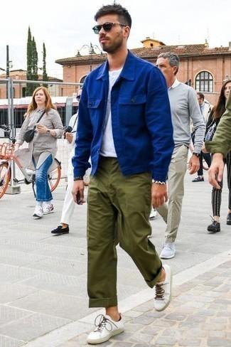 Como Combinar Un Pantalon Chino Verde Oliva Con Unos Tenis Blancos 168 Outfits Lookastic Espana