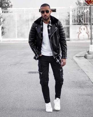 chaqueta negra y pantalon negro hombre
