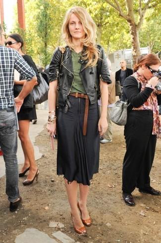 5c166374e0 Cómo combinar una falda midi negra (163 looks de moda)