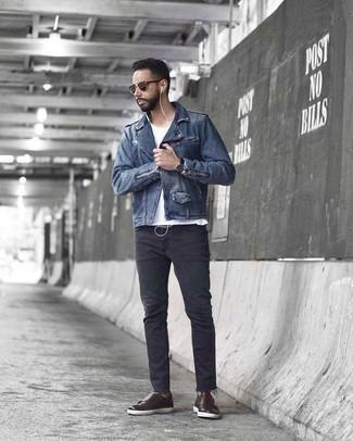 Cómo combinar unos zapatos con doble hebilla de cuero en marrón oscuro: Utiliza una chaqueta motera azul y unos vaqueros en gris oscuro para una apariencia fácil de vestir para todos los días. Con el calzado, sé más clásico y elige un par de zapatos con doble hebilla de cuero en marrón oscuro.