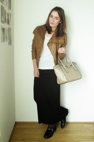 1092b4e527 Cómo combinar una falda larga negra (81 looks de moda)