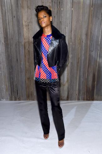 Chaqueta motera de cuero negra jersey con cuello circular de rayas verticales en rojo y azul marino pantalon de vestir de saten negro large 29939