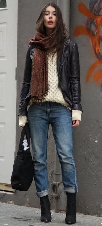 Cómo combinar una bolsa tote de lona negra: Emparejar una chaqueta motera de cuero negra junto a una bolsa tote de lona negra es una opción estupenda para el fin de semana. Botines de ante negros son una opción incomparable para completar este atuendo.