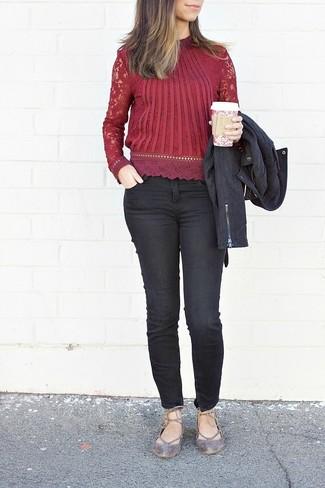 aa3f3eaadd Cómo combinar una blusa de encaje roja (2 looks de moda)