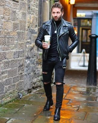 Cómo combinar: chaqueta motera de cuero negra, jersey de cuello alto negro, vaqueros pitillo desgastados negros, botines chelsea de cuero negros