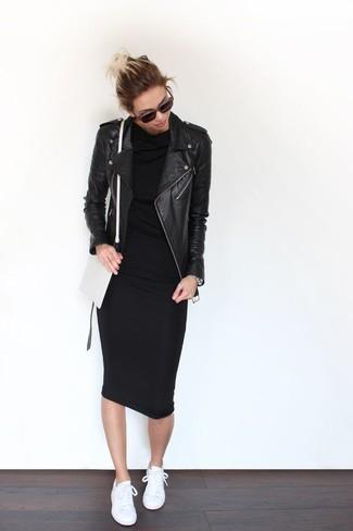 Para seguir las tendencias usa una ropa de abrigo y un vestido ajustado negro. ¿Quieres elegir un zapato informal? Complementa tu atuendo con tenis blancos para el día.