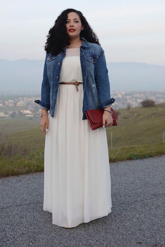 clásico siempre popular Página web oficial Un vestido largo de vestir con una chaqueta vaquera azul ...