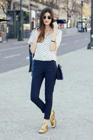 Como Combinar Unos Pantalones Pitillo Azul Marino 89 Outfits Lookastic Espana