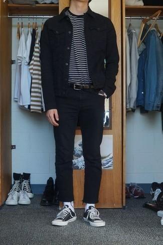 Cómo combinar unas zapatillas: Para un atuendo que esté lleno de caracter y personalidad considera emparejar una chaqueta vaquera negra junto a unos vaqueros negros. Zapatillas darán un toque desenfadado al conjunto.