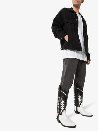 Cómo combinar una chaqueta negra: Ponte una chaqueta negra y unos vaqueros en gris oscuro para un almuerzo en domingo con amigos. Si no quieres vestir totalmente formal, elige un par de botas camperas de cuero en negro y blanco.