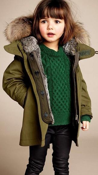 Cómo combinar: chaqueta verde oliva, jersey verde, leggings negros