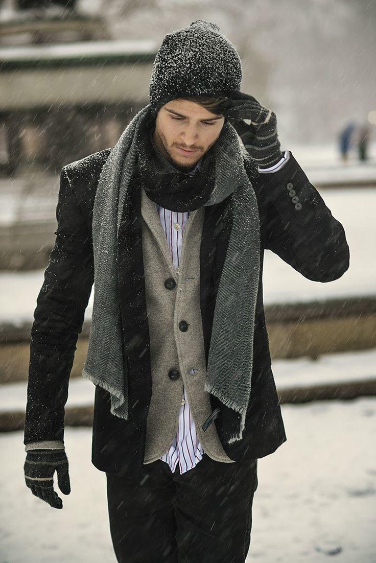 Emparejar un chaquetón negro con unos vaqueros negros es una opción  inigualable para un día en Gorro Negro Bufanda Gris Oscuro
