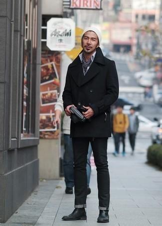 Cómo combinar unos vaqueros negros: Si buscas un estilo adecuado y a la moda, usa un chaquetón negro y unos vaqueros negros. Activa tu modo fiera sartorial y haz de botines chelsea de cuero negros tu calzado.