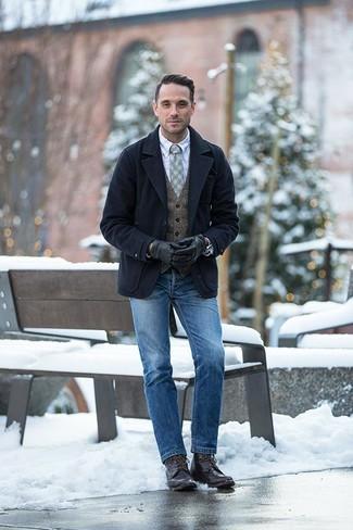 Cómo combinar un chaquetón azul marino: Opta por un chaquetón azul marino y unos vaqueros azules para crear un estilo informal elegante. Un par de botas casual de cuero en marrón oscuro se integra perfectamente con diversos looks.