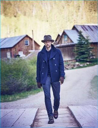 Cómo combinar: chaquetón azul marino, jersey con cuello circular azul marino, camisa de manga larga de tartán azul marino, vaqueros azul marino