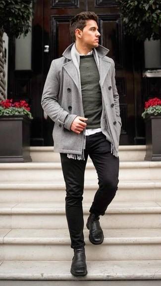 Cómo combinar: chaquetón gris, jersey con cuello circular verde oscuro, camisa de manga larga blanca, pantalón chino negro