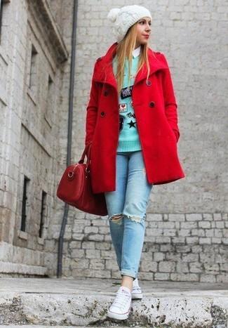 Elige un chaquetón rojo y unos vaqueros pitillo desgastados celestes para una apariencia fácil de vestir para todos los días. Tenis de lona blancos añadirán interés a un estilo clásico.