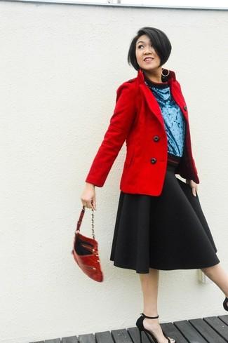 Los días ocupados exigen un atuendo simple aunque elegante, como un chaquetón rojo y una falda campana negra. Sandalias de tacón de ante negras añaden la elegancia necesaria ya que, de otra forma, es un look simple.