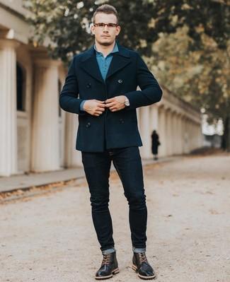 Cómo combinar: chaquetón azul marino, polo de manga larga en verde azulado, vaqueros pitillo azul marino, botas brogue de cuero negras