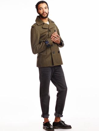 Casa un chaquetón verde oliva junto a unos vaqueros gris oscuro para un lindo look para el trabajo. Agrega zapatos derby de cuero negros a tu apariencia para un mejor estilo al instante.