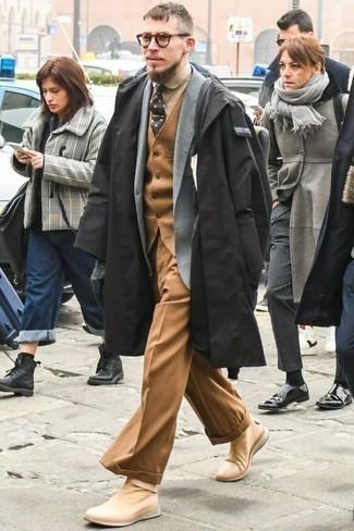Cómo combinar una corbata a lunares en marrón oscuro: Empareja un chubasquero negro junto a una corbata a lunares en marrón oscuro para las 8 horas. Deportivas marrón claro añadirán un nuevo toque a un estilo que de lo contrario es clásico.