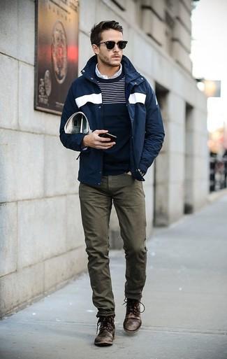 Cómo combinar una camisa de manga larga con unas botas casual: Opta por una camisa de manga larga y unos vaqueros verde oliva para una apariencia fácil de vestir para todos los días. Elige un par de botas casual para mostrar tu inteligencia sartorial.