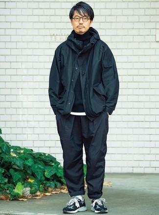 Cómo combinar una chaqueta: Empareja una chaqueta con un pantalón chino azul marino para lidiar sin esfuerzo con lo que sea que te traiga el día. ¿Quieres elegir un zapato informal? Usa un par de deportivas en azul marino y blanco para el día.