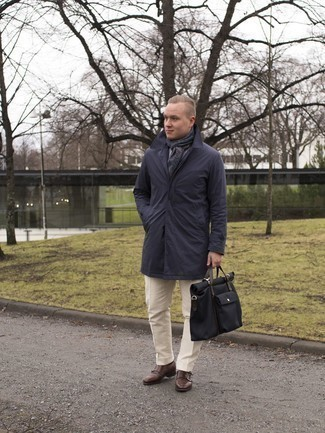 Cómo combinar unos zapatos con doble hebilla de cuero en marrón oscuro: Opta por un chubasquero azul marino y un traje en beige para rebosar clase y sofisticación. Haz zapatos con doble hebilla de cuero en marrón oscuro tu calzado para mostrar tu inteligencia sartorial.
