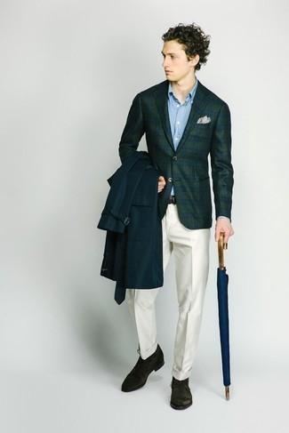 Cómo combinar un blazer de tartán verde oscuro: Haz de un blazer de tartán verde oscuro y un pantalón de vestir blanco tu atuendo para un perfil clásico y refinado. ¿Quieres elegir un zapato informal? Opta por un par de botas safari de ante verde oscuro para el día.