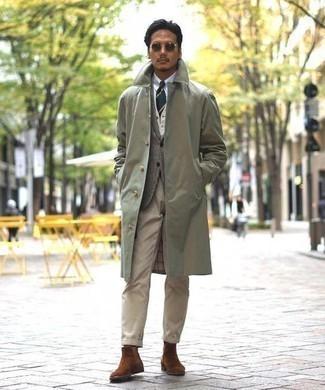 Cómo combinar un blazer de lana de tartán gris: Si buscas un look en tendencia pero clásico, elige un blazer de lana de tartán gris y un pantalón chino marrón claro. Con el calzado, sé más clásico y elige un par de botines chelsea de ante marrónes.