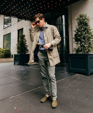 Como Combinar Una Gabardina En Beige Con Un Pantalon Chino Gris Para Hombres De 30 Anos 8 Outfits Lookastic Espana